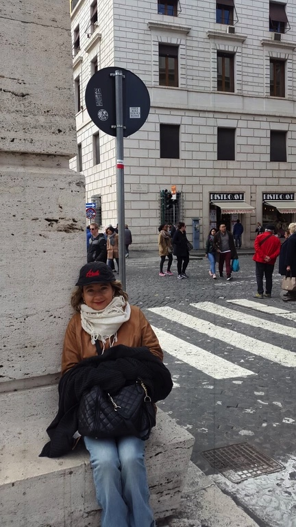 Cruzando la esquina Mujer sin Equipaje